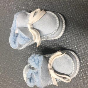 Newborn blue booties with ribbon 0-6 months